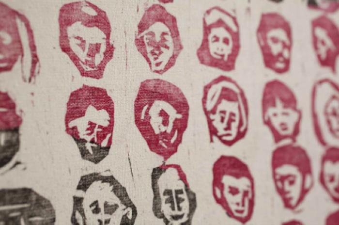 """Expoziție de Artă Contemporană """"PostReal"""", la Chișinău: Realitățile societății din Moldova, camuflate în sărbători"""