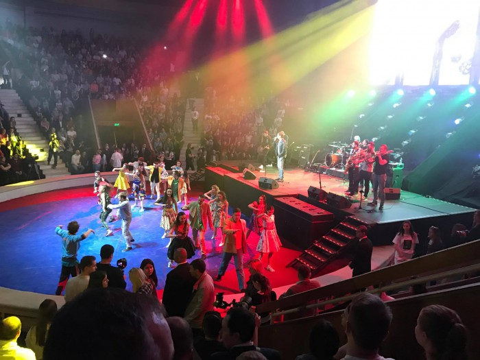 """(foto, video) Au luminat Circul la propriu. Cum a fost la concertul celor 20 de ani de """"Gândul Mâței"""""""