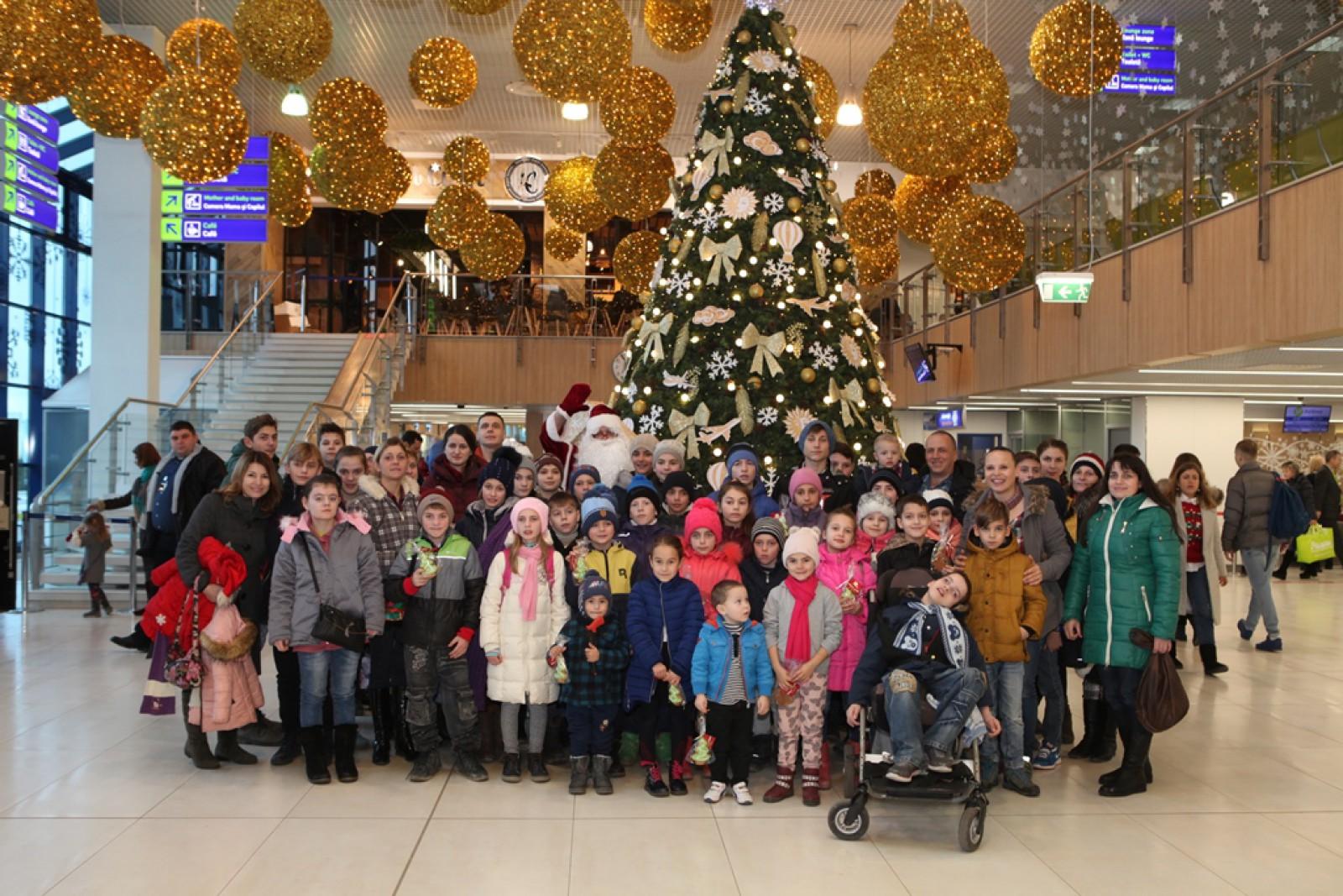 (foto) 50 copii au sărbătorit ajunul Revelionului la Aeroportul Chișinău