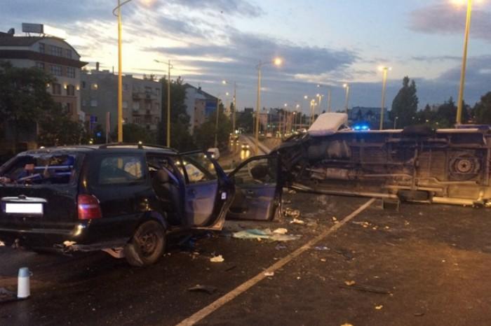 (foto) Accident la Budapesta cu implicarea unui microbuz cu moldoveni: O persoană a murit, iar alte 10 spitalizate