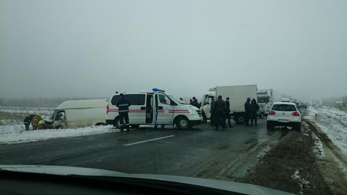 (foto) Accident pe traseul Leușeni. Impact dintre un camion și un automobil
