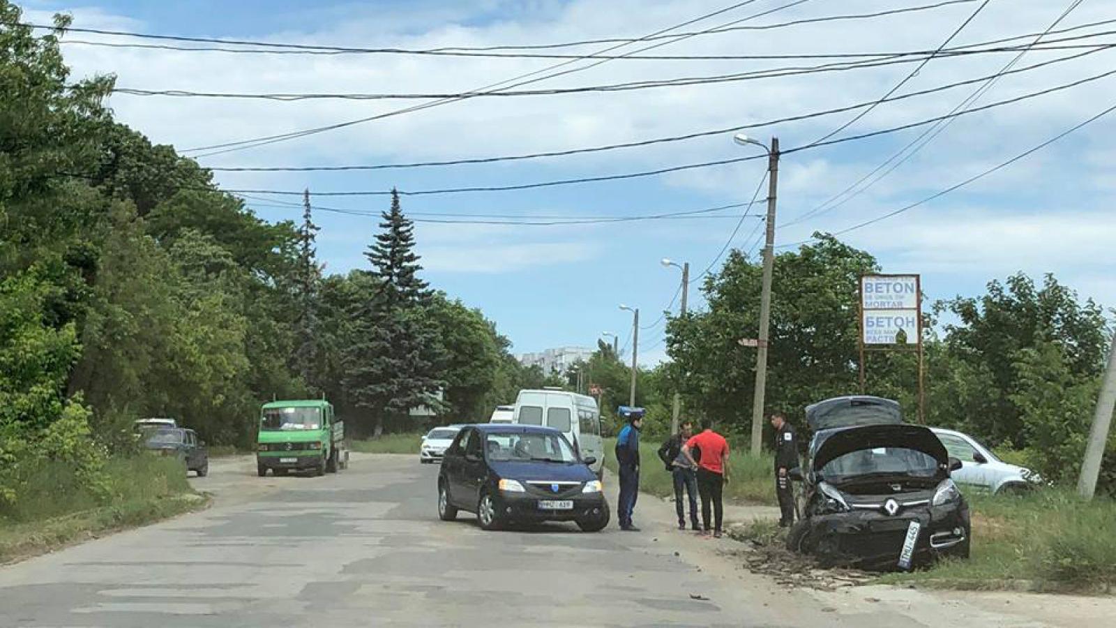 (foto) Accident rutier pe strada Costiujeni: Nu au putut să împartă drumul