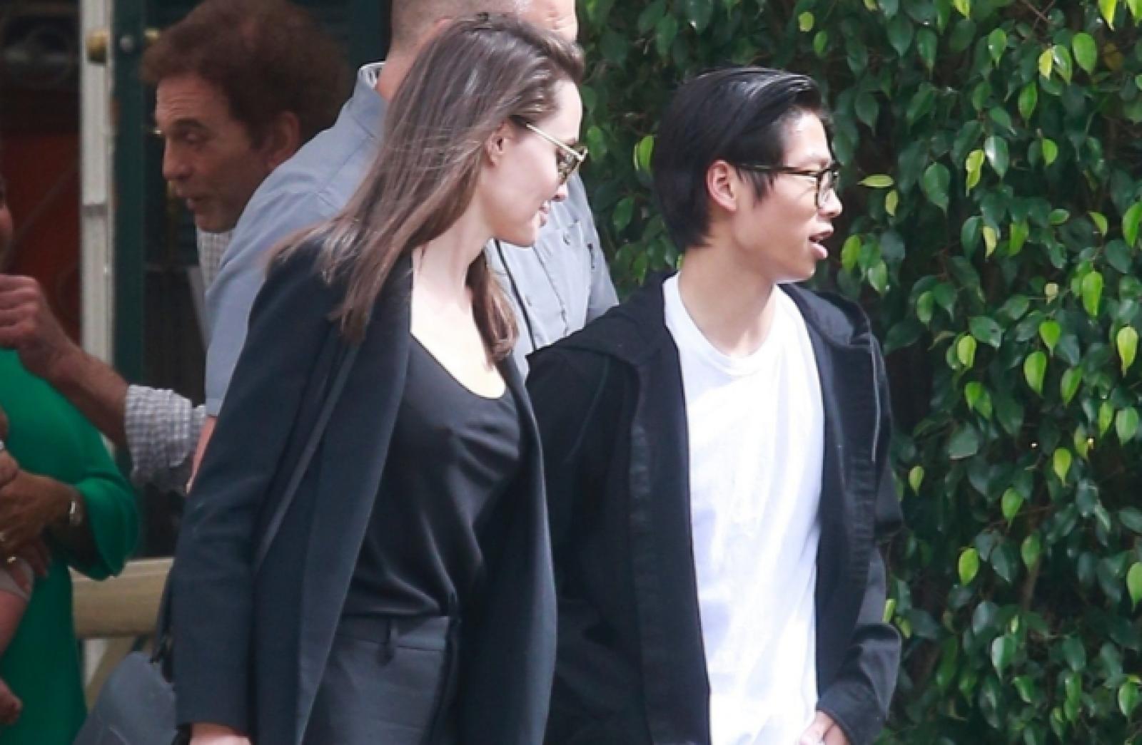 (foto) Angelina Jolie a atras toate privirile alături de fiul ei Pax. Tradiţia de Ziua Mamei pe care cei doi o respectă negreşit