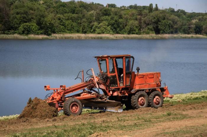 (foto) Au început lucrările de reamenajare a lacului din Orhei. Cetățenii se vor putea bucura de plajă începând cu 1 iulie