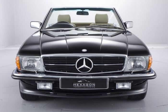 (foto) Bijuterie. Cât costă un Mercedes-Benz 500SL din 1989 care nu are nici 2000 de km parcurşi
