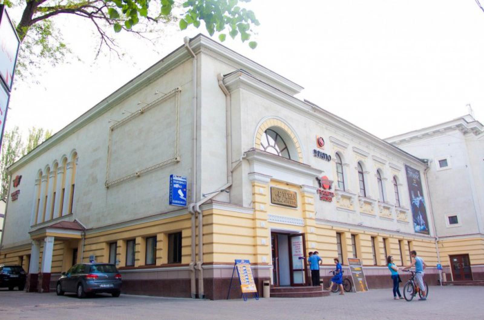 (foto) Blocul cinematografului Patria, scos în vânzare: Proprietarul cere în schimb 80 de milioane de lei