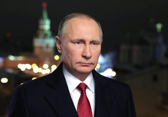 (foto) Cea mai stranie statuie a lui Vladimir Putin. Cum l-a sculptat un artist pe liderul de la Kremlin