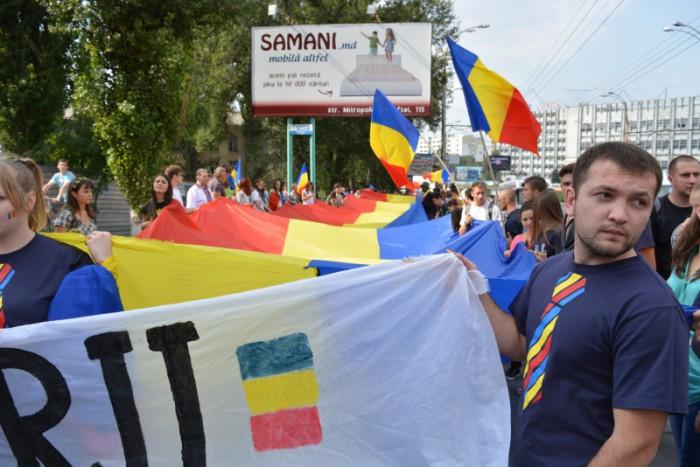 (foto, video) Cum s-a desfășurat Marșul Tricolorului la Chișinău