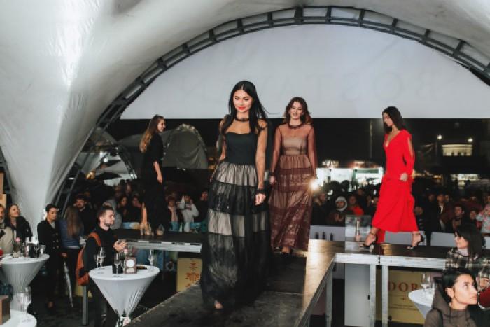 (foto) Defilare de modă efervescentă. Cum şi-a lansat o companie vinicolă din Moldova noua serie de vinuri spumante