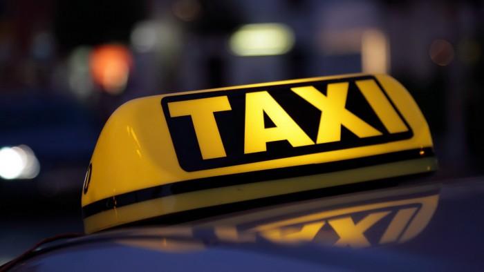 (foto) Doar în Moldova? Iată ce văd pasagerii care călătoresc cu un taximetru din capitală