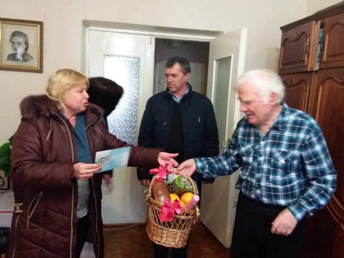 (foto) Echipa Primăriei Ialoveni l-au vizitat pe scriitorul Spiridon Vangheli