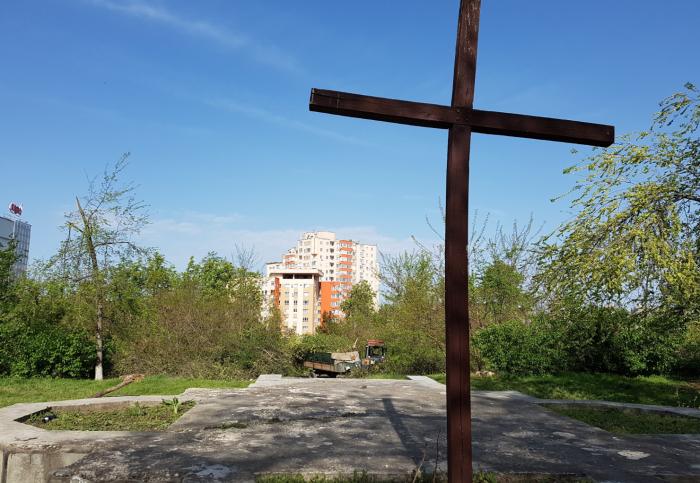 (foto) Elena Robu: Cimitirul Eroilor din Chișinău, transformat în depozit pentru crengi