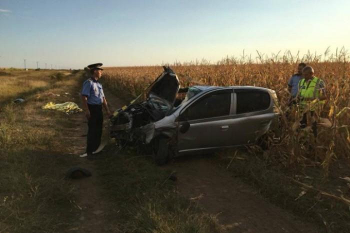 (foto) Grav accident în România cu implicarea unei familii de moldoveni. O femeie a murit, iar soțul și cei doi copii sunt grav răniți