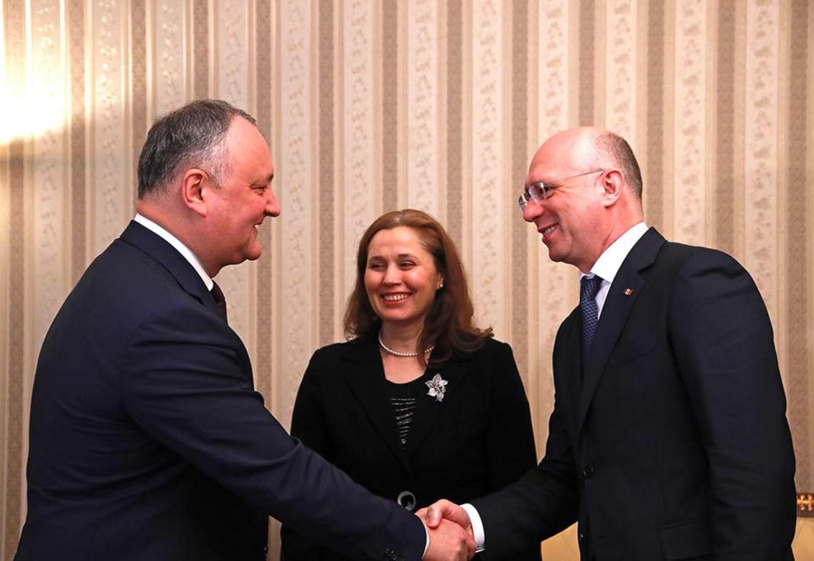 """(foto) Igor Dodon a semnat decretul privind numirea ministrului al Justiției: """"Persoană care sper că se va impune și va promova reformele necesare în justiție"""""""