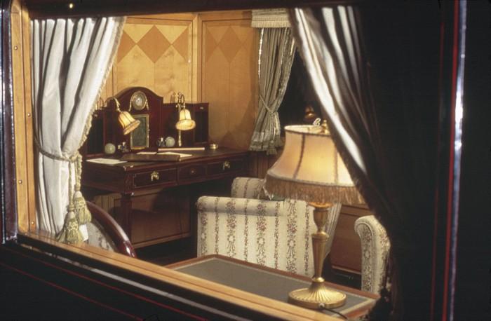 (foto) Imagini din interiorul trenului regal al Marii Britanii: O miniatură a Palatului Buckingham, în mișcare