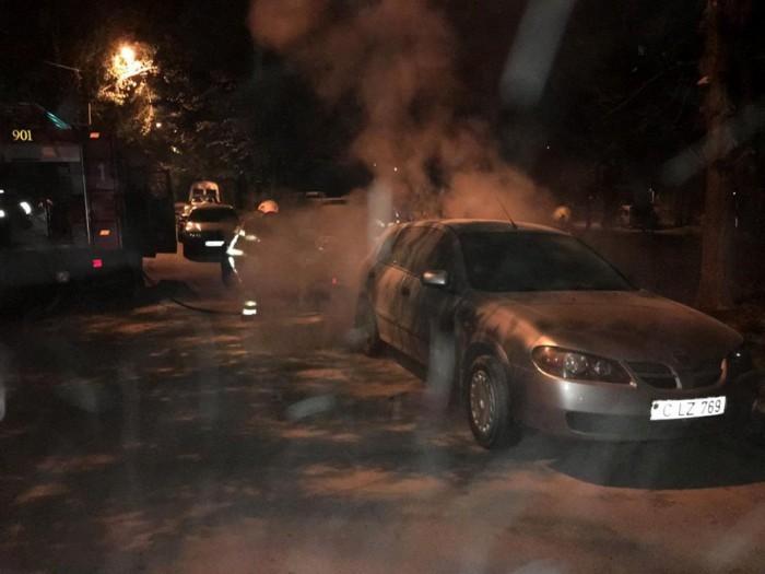 (foto) Incendii matinale în capitală. Trei automobile au fost cuprinse de flăcări