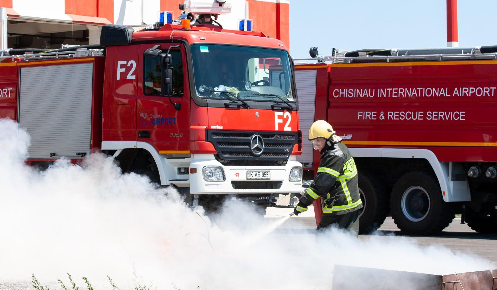 (foto) La Aeroportul Internațional Chișinău a avut loc verificarea serviciilor de salvare și pompieri