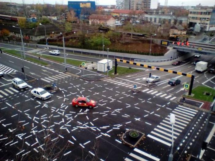 (foto) Marcajele rutiere de la o intersecţie din Timişoara, devenită celebră în întreaga lume, ar putea dispărea