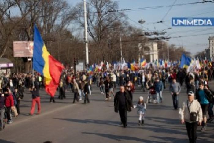 (foto) Marș Unionist în centrul Chișinăului. Manifestanții cer unire cu România