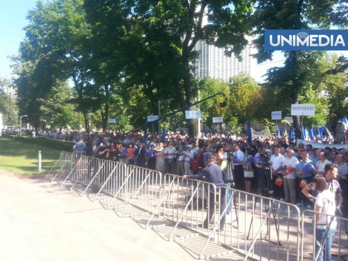 (foto) Manifestație în fața Parlamentului. Mii de cetățeni, în sprijinul ratificării Acordului de Asociere cu UE
