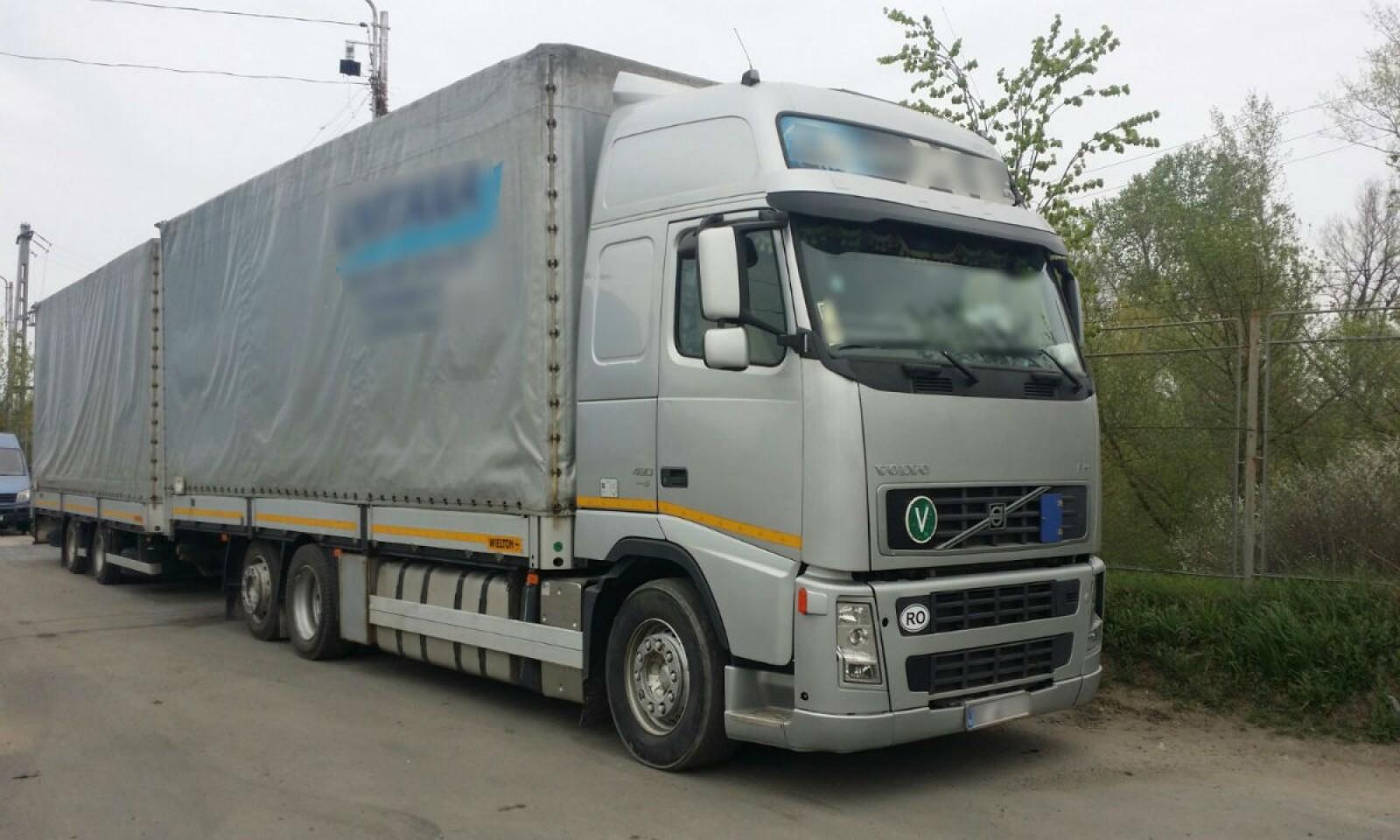 (foto) Moldovean cu dublă cetățenie prins la vama Sculeni cu un autocamion furat