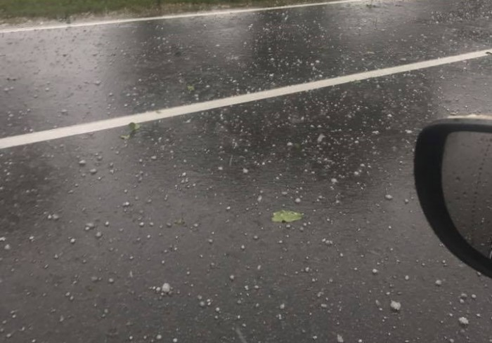 (foto/video) Natura s-a dezlănțuit la Ștefan Vodă: Plouă puternic cu grindină