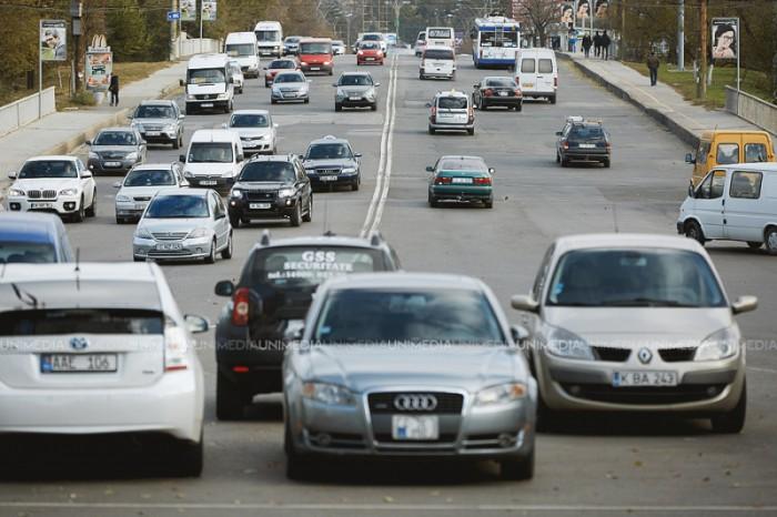 (foto) O şoferiţă începătoare a ajuns în centrul atenţiei pe străzile din Chişinău