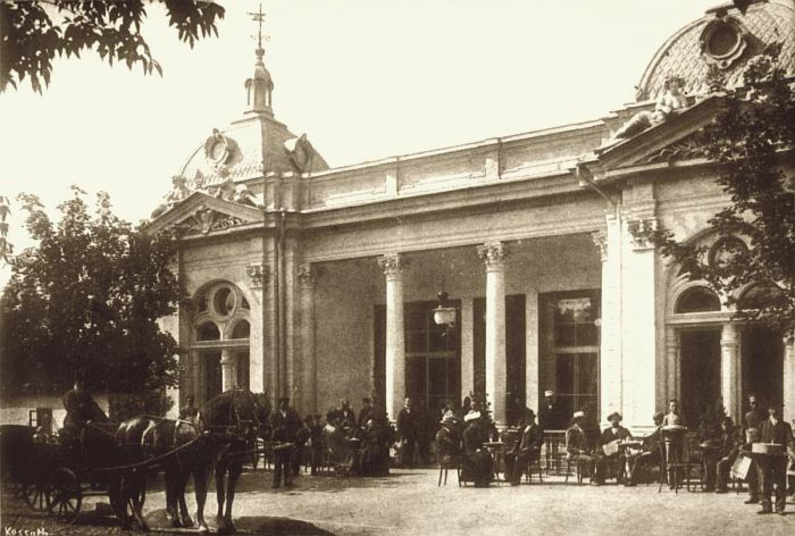 (Foto) Old Chișinău în imagini: Cofetăria Manicov - unul dintre cele mai îndrăgite localuri ale Chișinăului de altădată