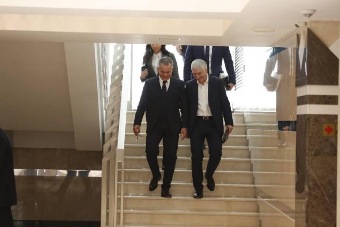 """(foto/video) Plahotniuc și """"barsetka"""", """"la shopping"""" în Parlament. Au plecat mulțumiți de achiziția celor 14 transfugi comuniști"""