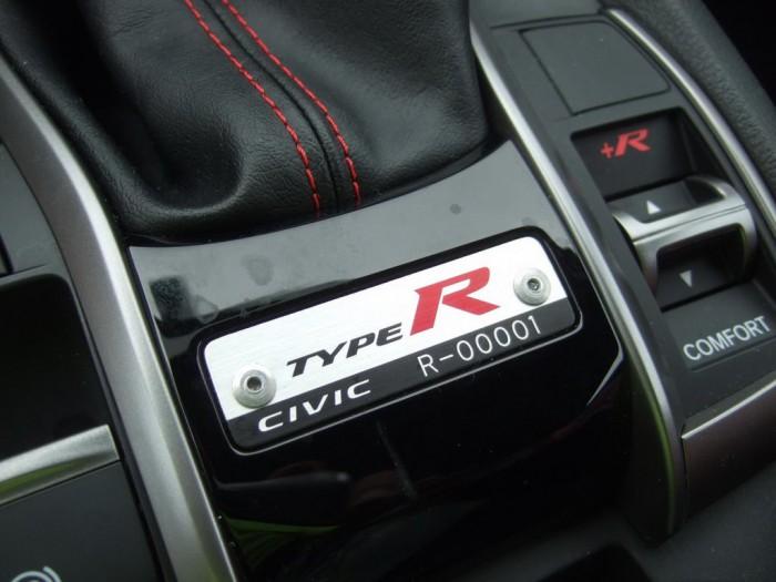 (foto) Primul exemplar al noului Honda Civic Type R, adus în SUA, a fost vândut la licitaţie
