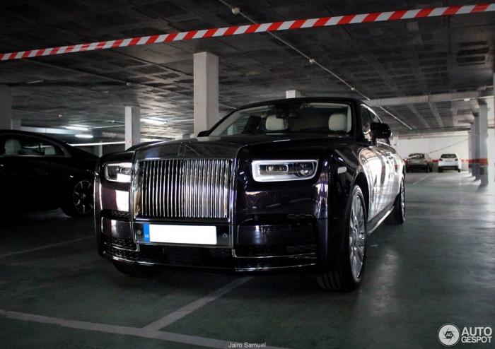 (foto) Primul Rolls-Royce Phantom de generaţie nouă, surprins înmatriculat într-o parcare din Spania