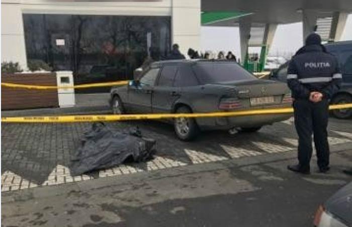(foto) Reglări de conturi cu focuri de armă la Stăuceni: Un bărbat de 35 de ani, împușcat mortal