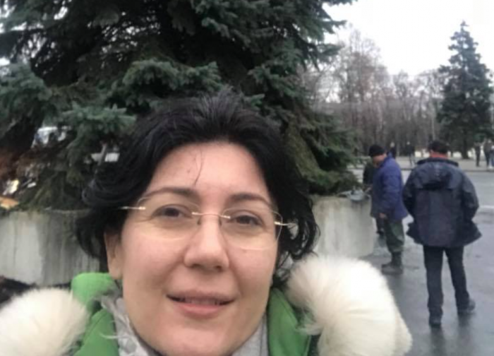 """(foto) Silvia Radu încheie episodul de azi al bradului, cu un selfie în fața noului pom de Crăciun: """"Trebuia să-mi primesc botezul de primar interimar, nu?"""""""