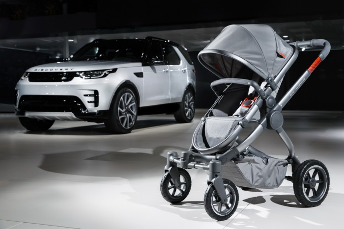(foto) Special pentru părinţi aventurieri. Land Rover şi iCandy au făcut un cărucior pentru off-road