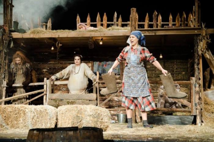 """(foto) Teatrul Național """"Eugene Ionesco"""" te așteaptă la ultimile spectacole din luna septembrie. Ce piese se vor juca"""