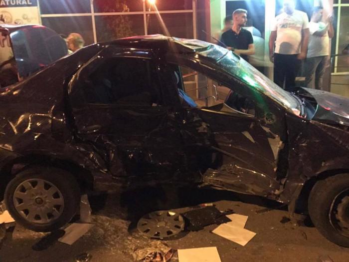 (foto) Un Audi și o mașină de la o școală auto, făcute zob în capitală: Două persoane, spitalizate