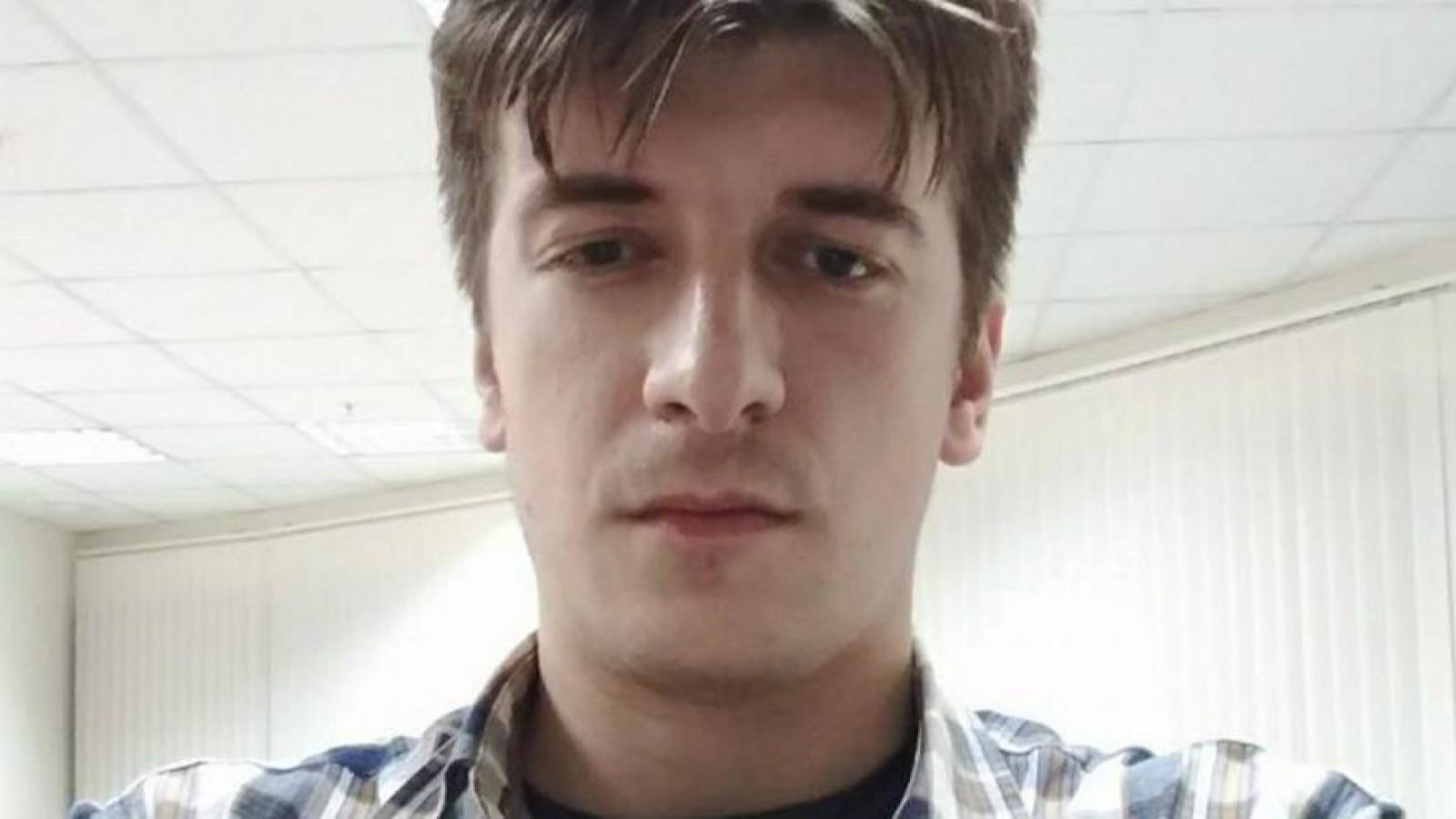 (foto) Un jurnalist rus a murit căzând de la fereastra apartamentului: Colegul victimei se îndoiește că acesta s-ar fi sinucis