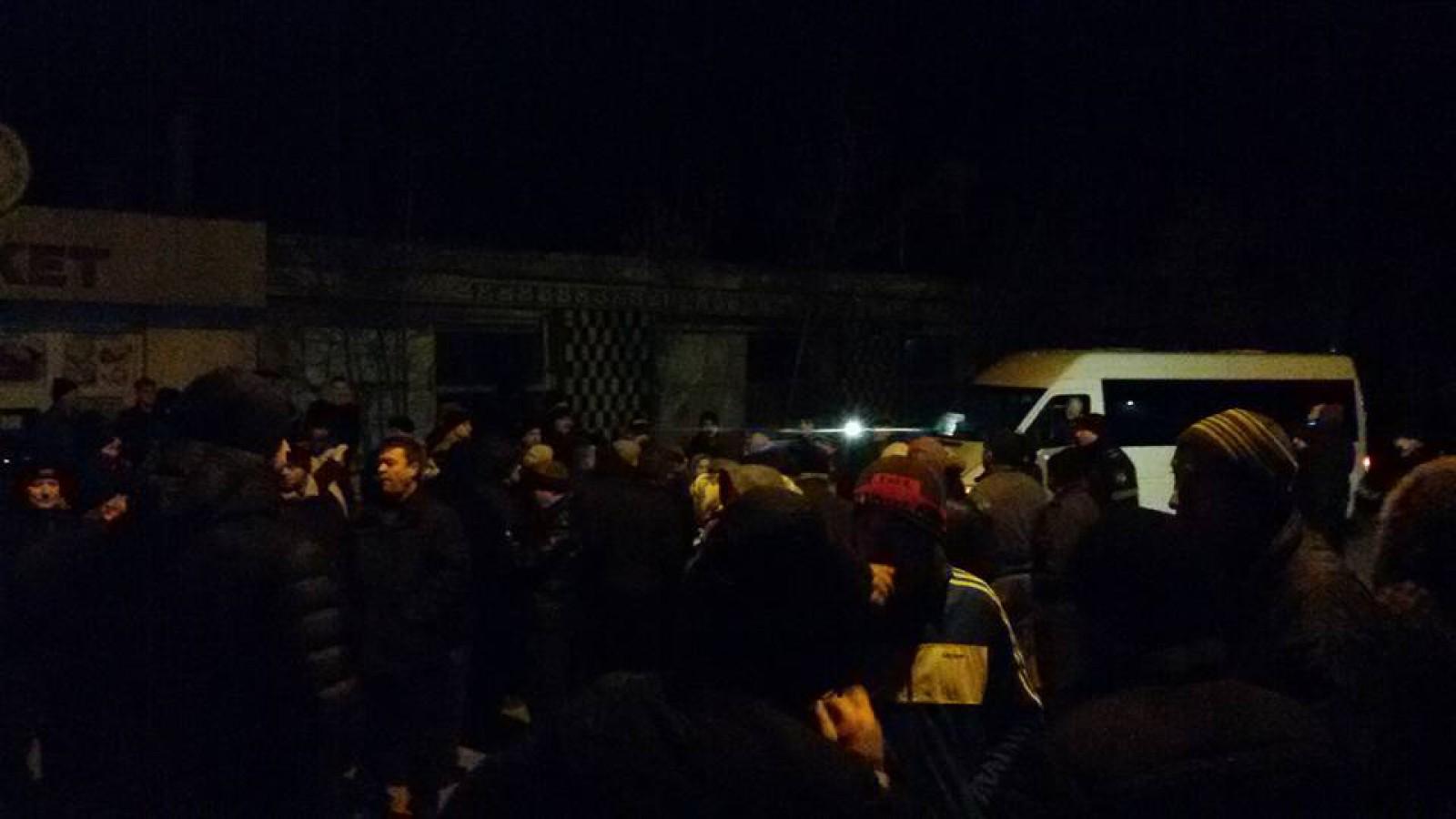 (foto) Un nou protest la Puhoi. Oamenii au blocat în această dimineață activitatea agentului care prestează servicii de transport