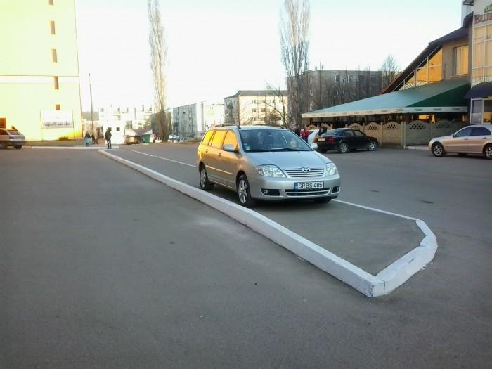 (foto) Un șofer din Soroca și-a găsit loc de parcare exact pe trotuar