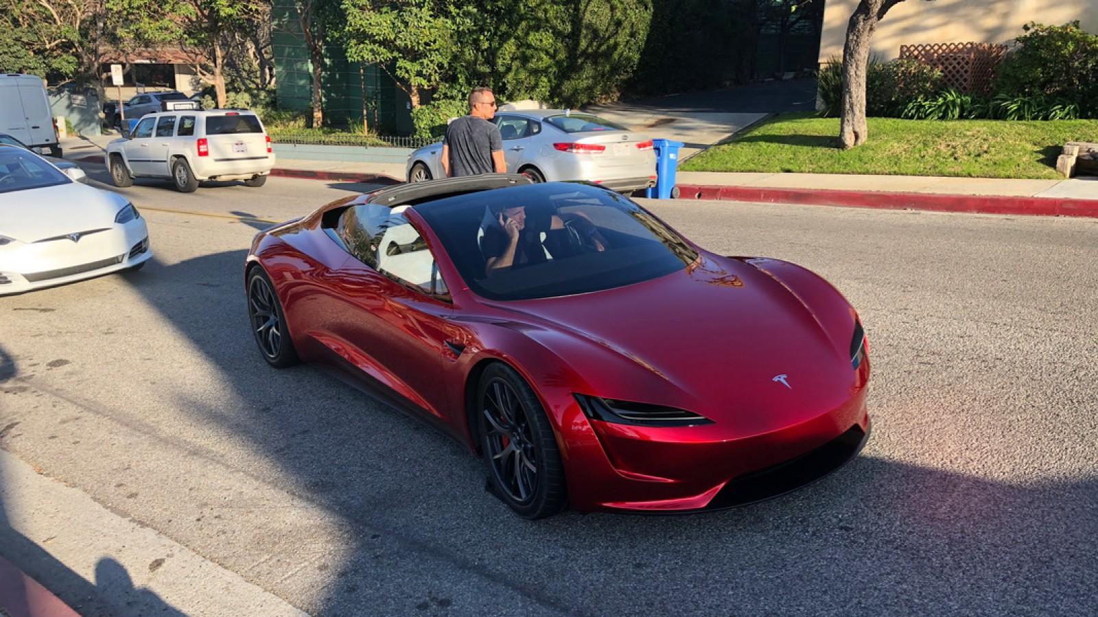 (foto) Un Tesla Roadster care va apărea abia în 2020 a fost văzut pe un drum public din SUA