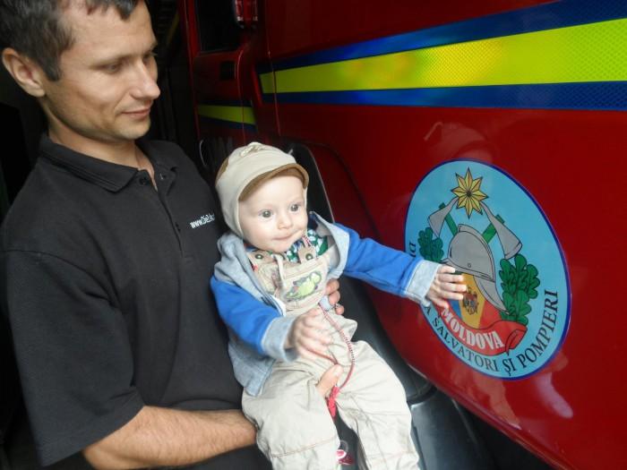 (foto) A lăsat orfani doi copii de 1 și 3 ani, plus un credit ipotecar soției: Un pompier a decedat după ce a stat 4 luni în comă în urma unui accident rutier