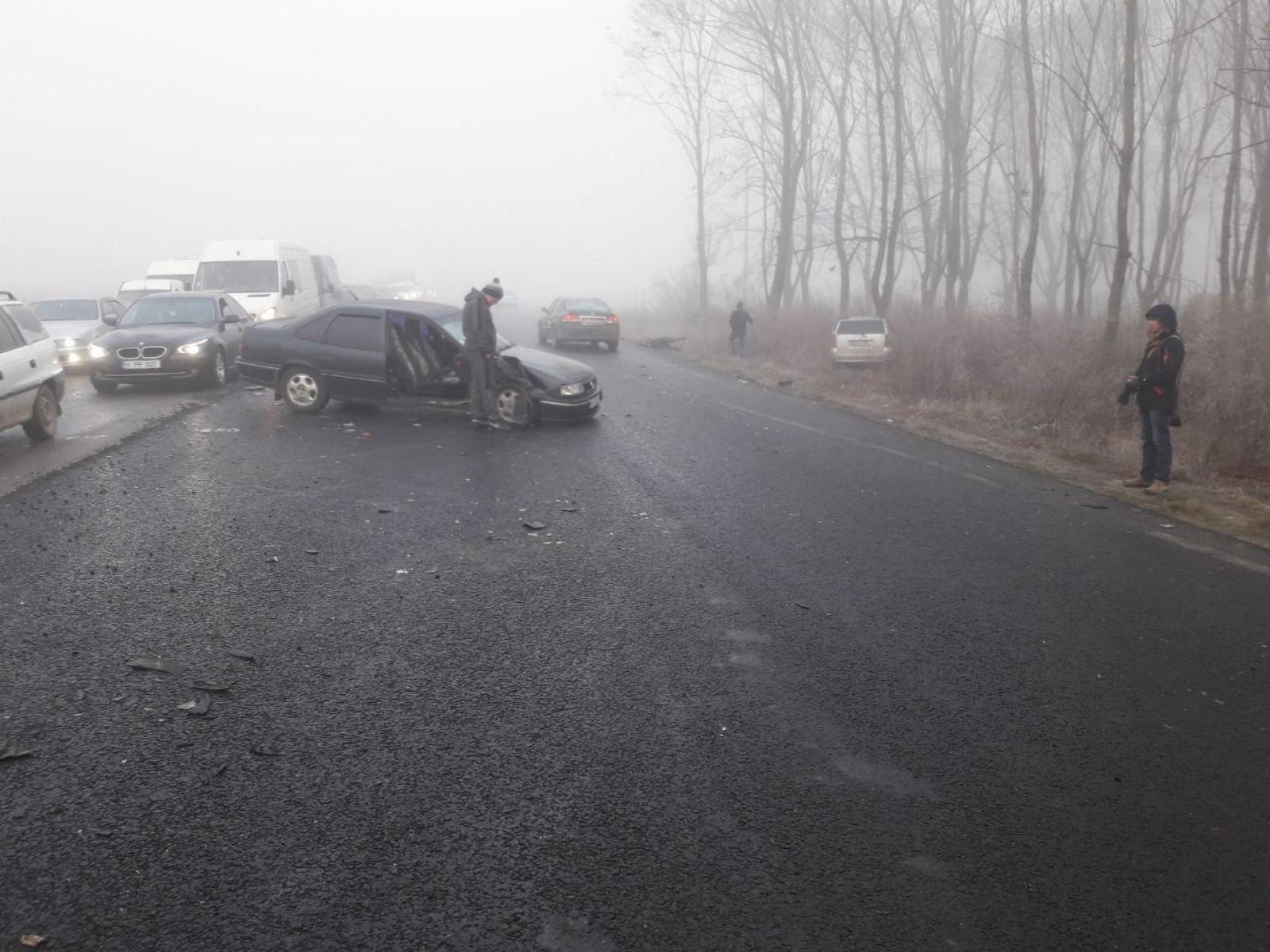(foto/video) Accident în lanț la ieșirea din Vatra: Mai multe persoane, rănite după ce în jur de 10 mașini s-au tamponat între ele