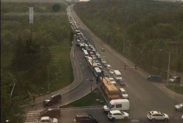 (foto/video) Atenție șoferi! Ambuteiaje kilometrice dn cauza unui accident de la Pan Com