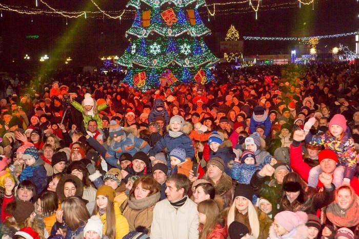 (foto/video) Atmosferă festivă la Bălți: concert pe cinste, dansuri și focuri de artificii