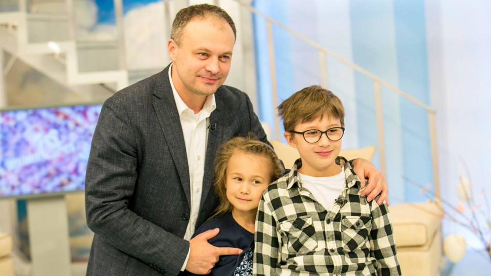 """(foto/video) Ce tradiții pascale respectă familia Candu: """"Suntem o familie mai internațională și avem și tradiții din Cehia"""""""