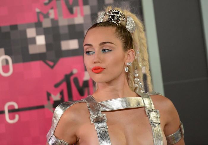 (foto/video) Miley Cyrus a renunțat la marijuana. Se pregătește să devină mamă