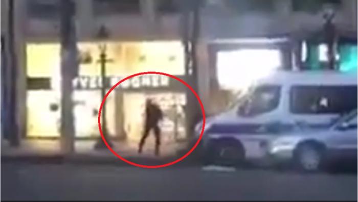 (foto/video) Momentul în care atacatorul din Paris a fost împuşcat, surprins de un martor