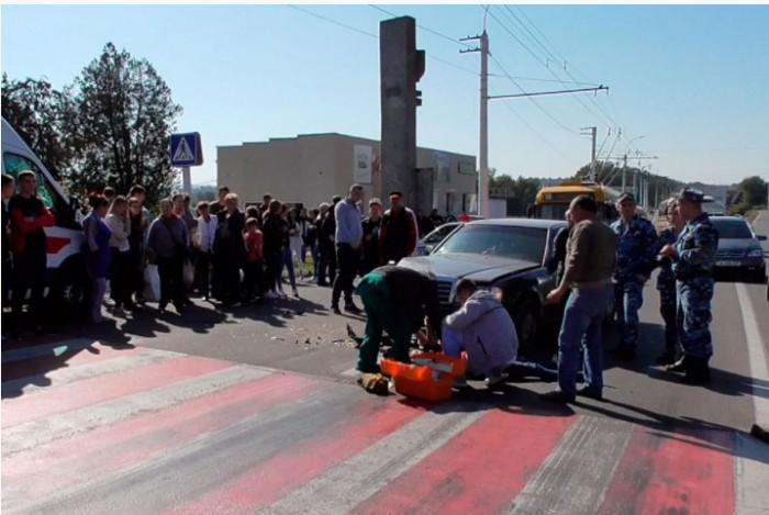 (foto/video) Scandal la Tiraspol. O tânără care ar fi fost la volanul unui Lexus a lovit mortal o adolescentă de 15 ani: Bănuita ar fi fugit de la locul accidentului