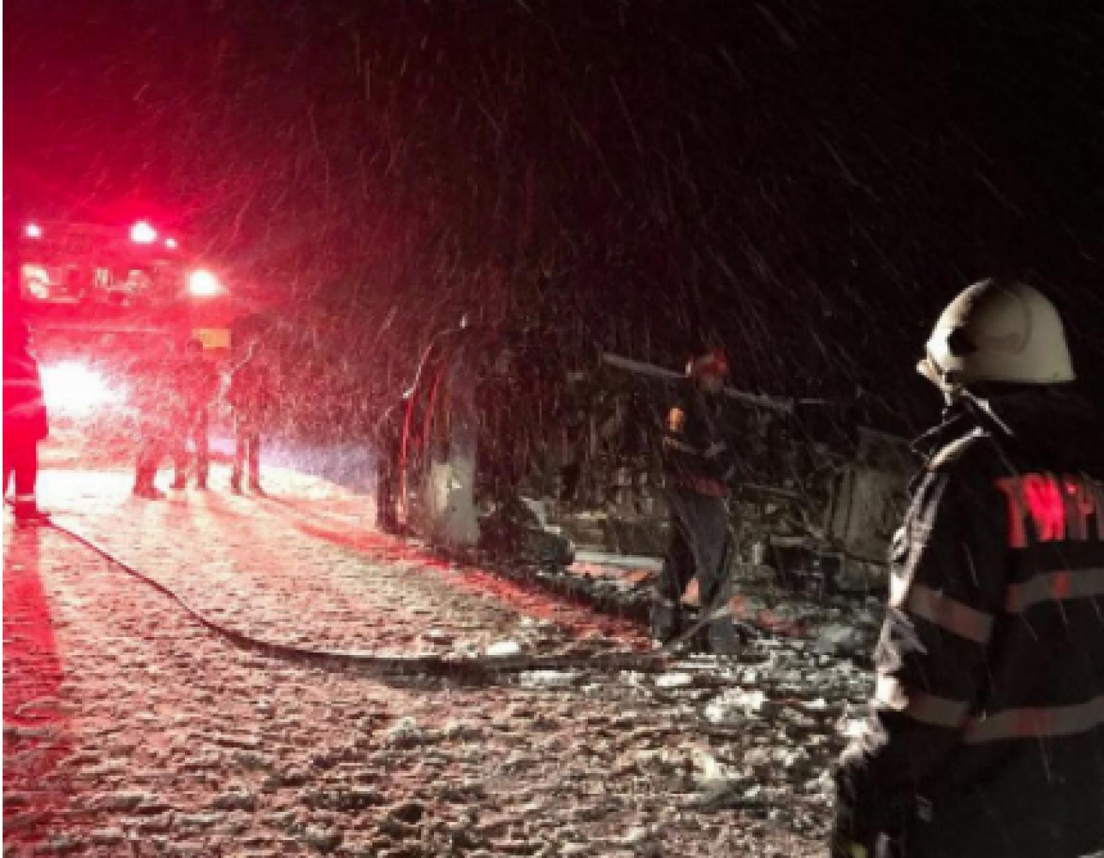 (foto/video) Un microbuz cu 13 moldoveni s-a răsturnat în România: Sunt răniți
