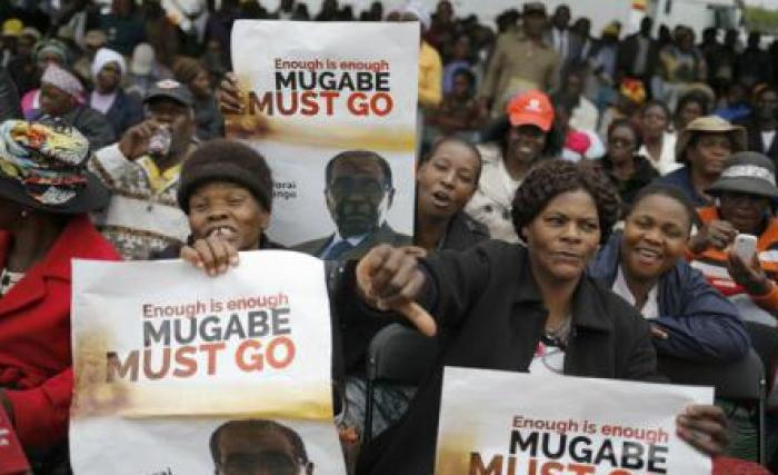 (foto) Zimbabwe: Mii de persoane au ieșit pe străzile din Harare pentru a cere demisia președintelui Mugabe